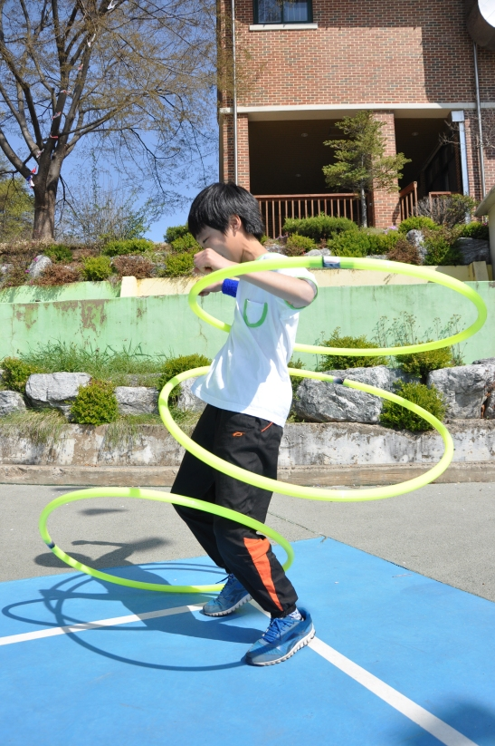 Hula-Hoop competition