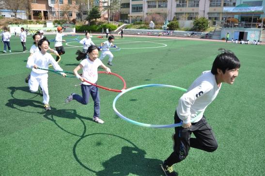 Hula-hoop race
