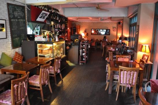 Inside Bagdad Cafe - Photo 2